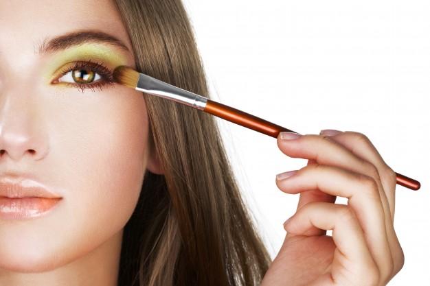 maquillaje con efecto glow de los famosos