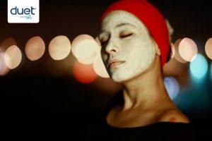 http://www.freepik.es/foto-gratis/mujer-con-la-cara-blanca-y-cinta-roja_1015636.htm#term=mascarilla&page=1&position=22