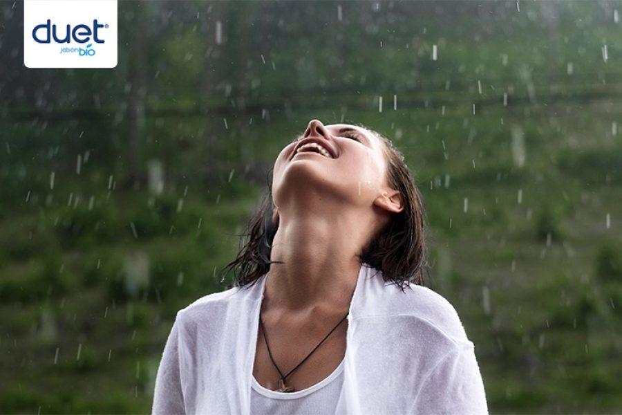Llevar el cabello hermoso en la lluvia